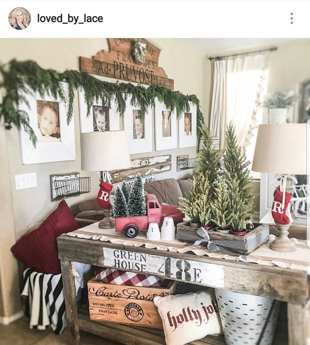 Christmas entryway table (With images) | Christmas sofa ...