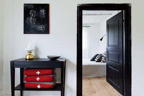A Summer House in a Modernized Farm in Sweden - NordicDesign & A Summer House in a Modernized Farm in Sweden | Black door Nordic ...