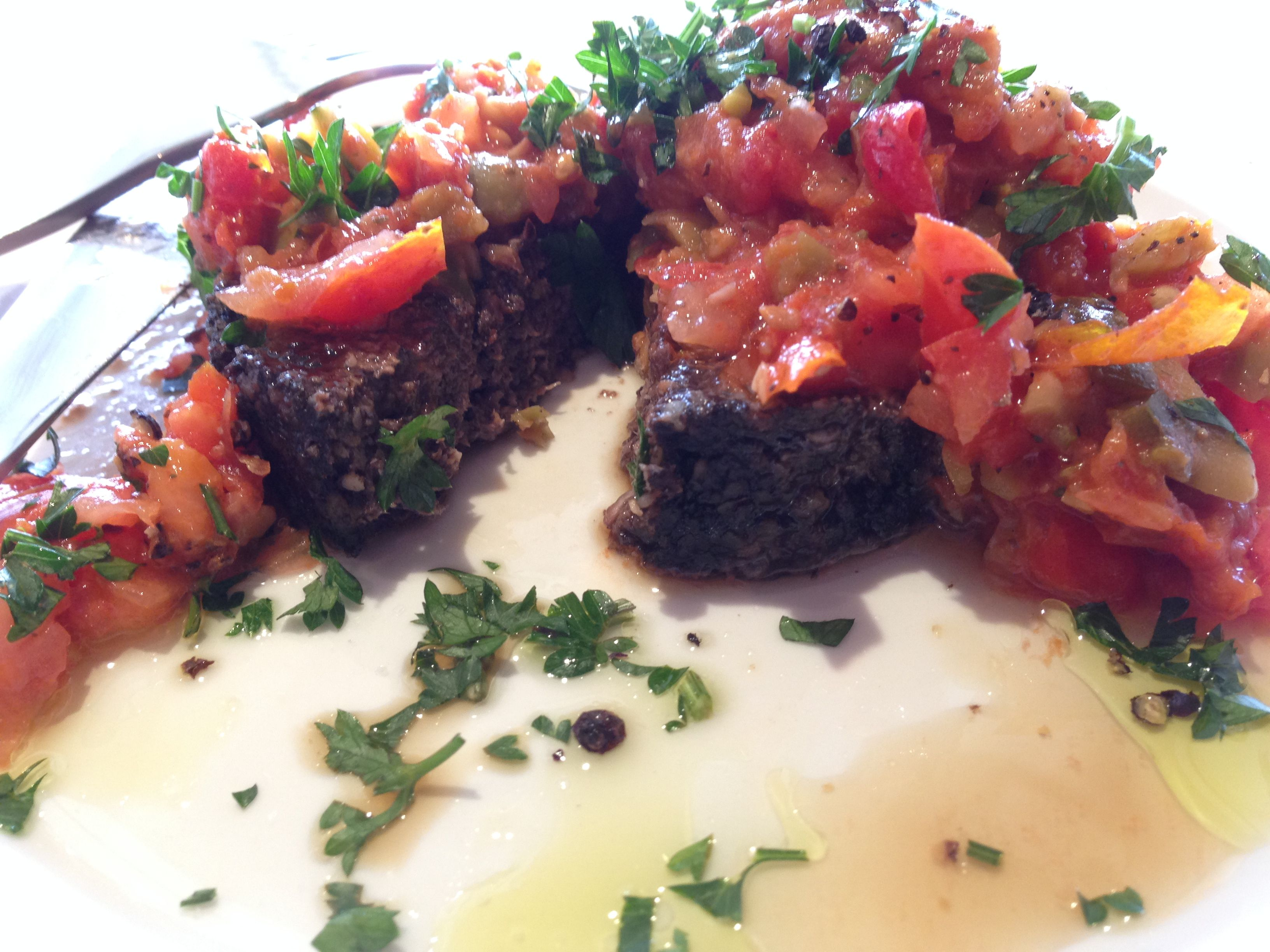 RAW Vegan Man's Shroom Burger with hot and spicy salsa !! Learn how to make these gorgeous animal free morsels .... #scottmathiasraw http://scottmathiasraw.com/classes