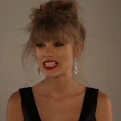 Pin By Karis Garrison On All Things Tay Taylor Swift Funny Taylor Swift Pictures Taylor Swift Red