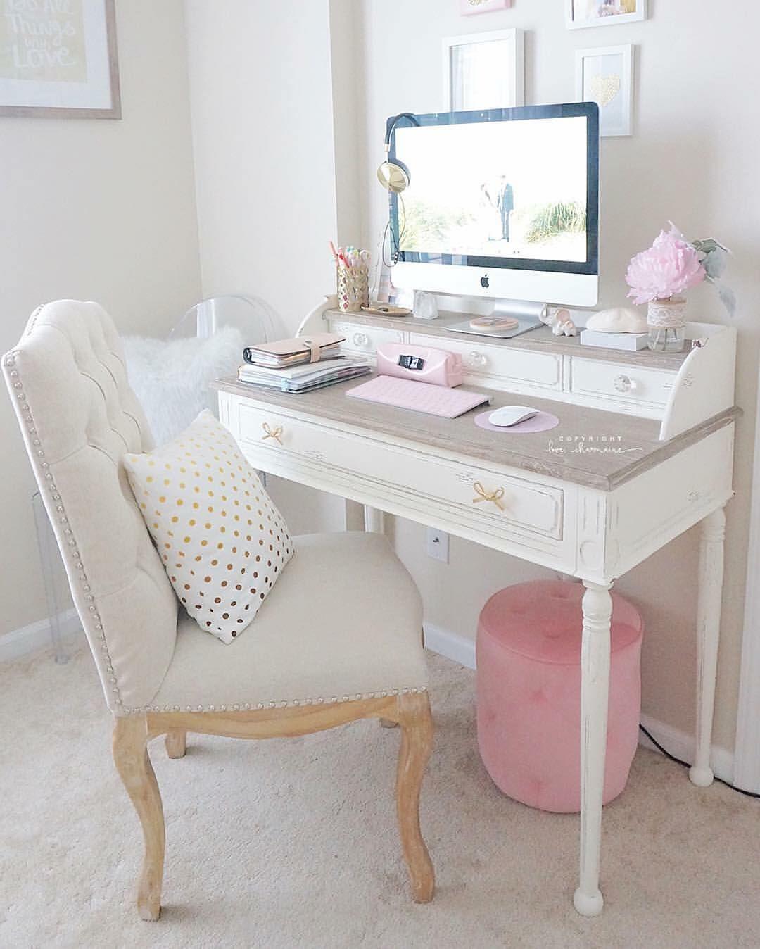 Pinterest | @amatilhadelobos Shabby Chic Homes, Shabby Chic Office Desk,  Feminine Office Decor