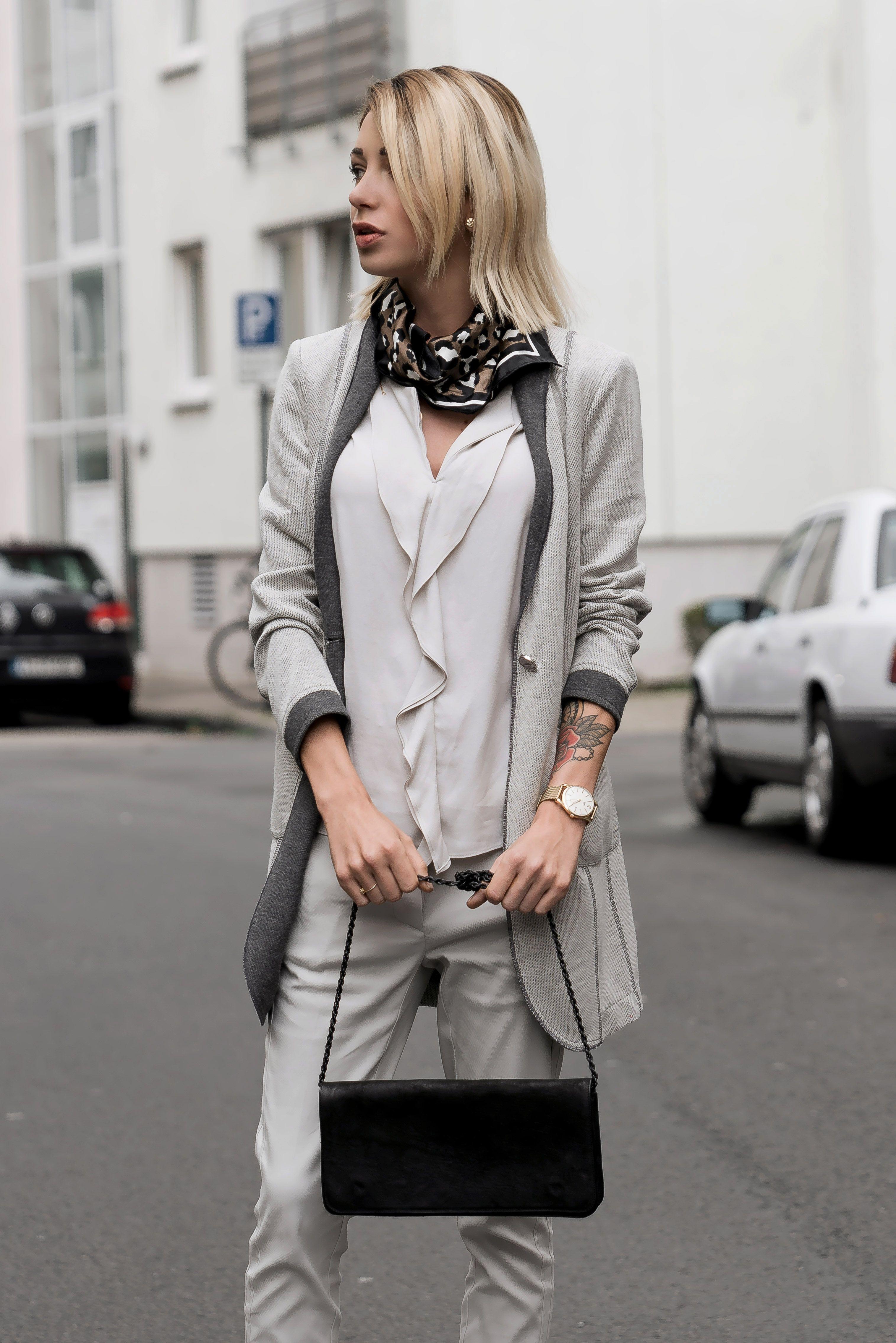 Bloggerin Jasmin Kessler Tragt Einen Grauen Longblazer Von Airfield Ein Business Look Aus Koln Der Sich Auch Im Alltag Jensei Modestil Bekleidungsstile Mode