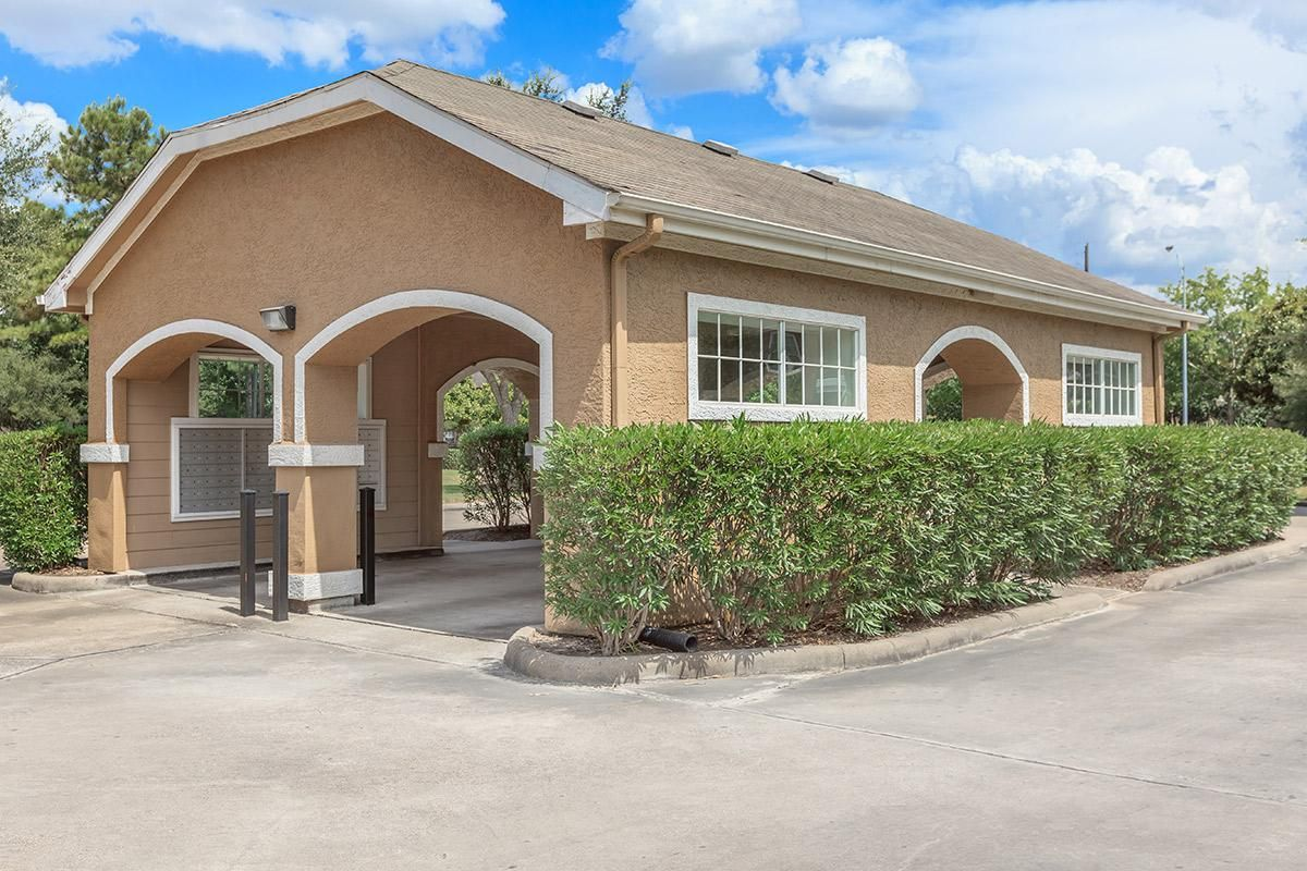 Trails At Rock Creek Apartments In Houston Tx Offers Drive Thru Mail Box Depots House Styles Apartment Mansions
