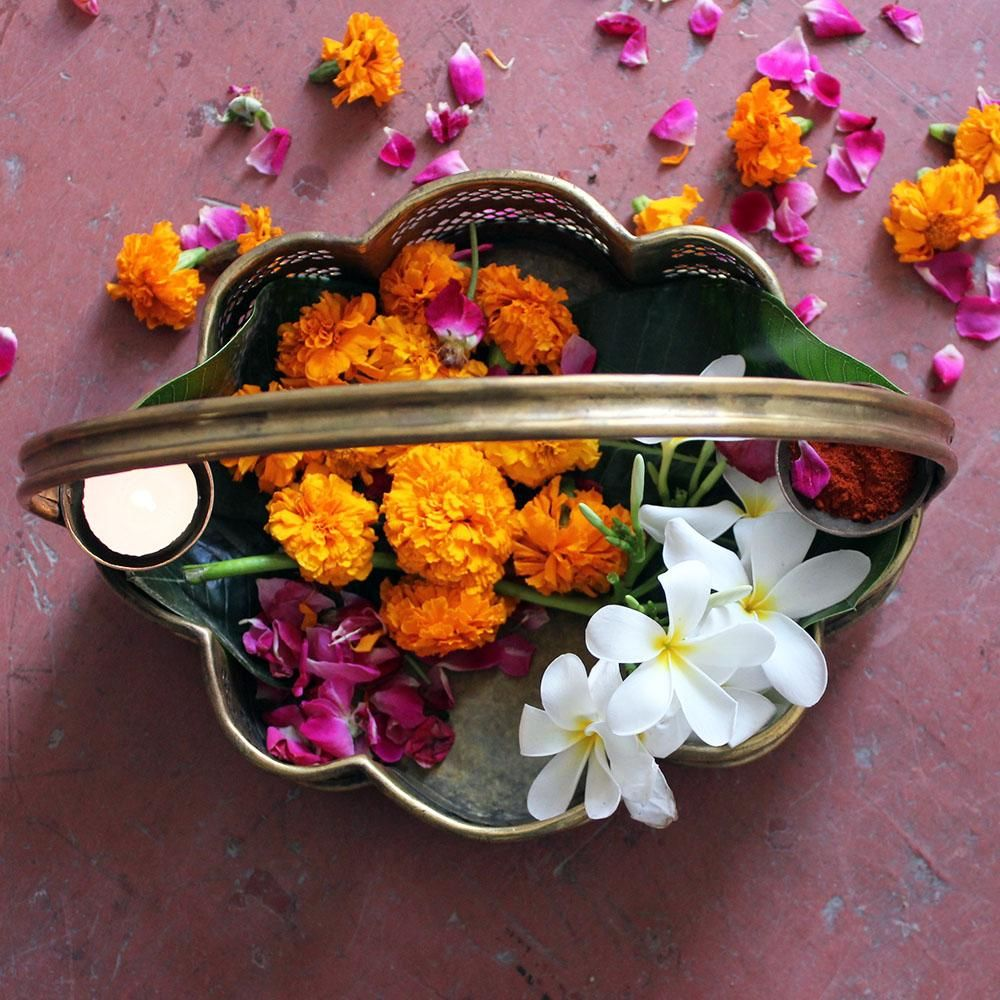Pooja Sajja Exquisite Traditional Vintage Flower Basket Handcrafted In Brass L 28 Cm X W 23 Cm X H 25 Cm Thei Vintage Flowers Flower Basket Vintage House