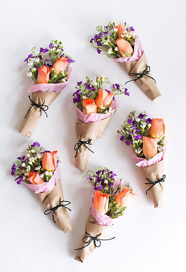 23 teeny tiny party favors you can diy simple gifts kraft paper when it comes to meaningful gifts giving flowers is always a safe bet add negle Choice Image