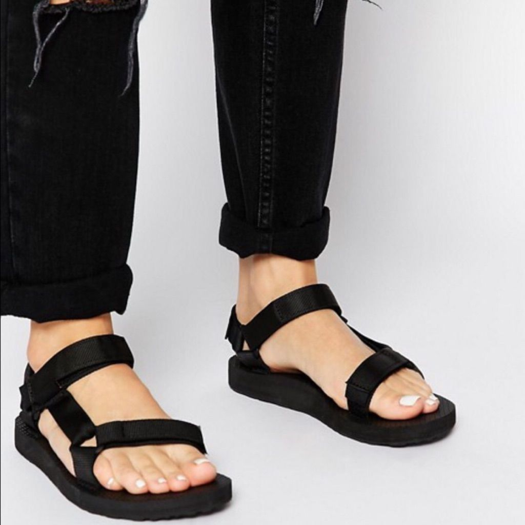 Teva Authentic Original Universal Black Sandals </p>