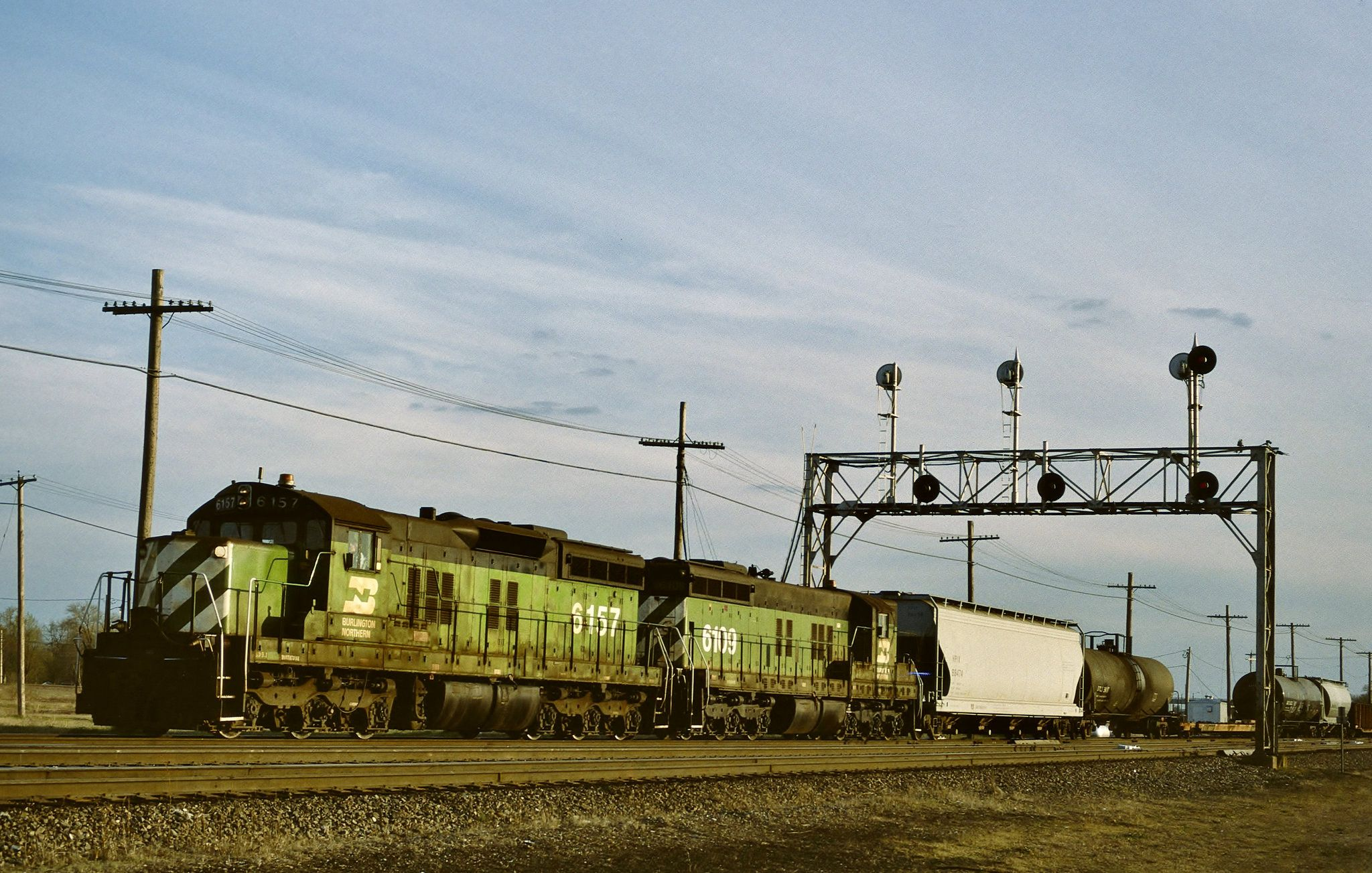 Bn 6157 in galesburg illinois on april 22 1995