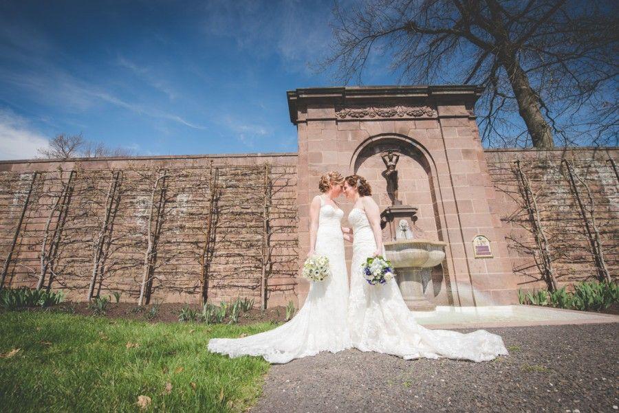 Philadelphia_wedding_phPhiladelphia_wedding_photographer_lgbtq_same_sex_wedding_Spring_Hill_Manor