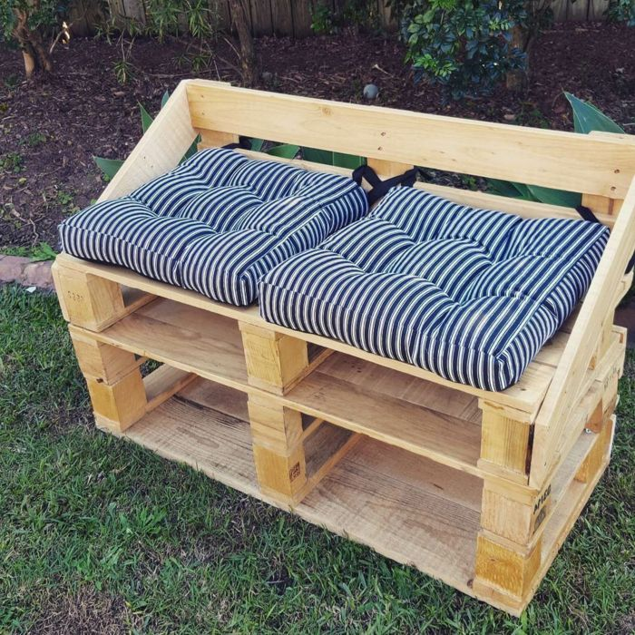 muebles de jardin con palets silln de palets con cojines en blanco y negro - Sillon De Palets