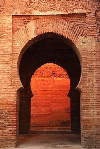 Un arco en el interior de la Alhambra, Patrimonio de la Humanidad, Granada, Andalucía, España, Europa