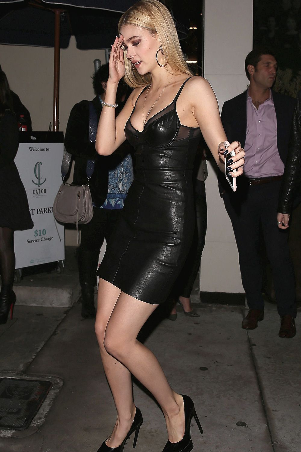 229d28a591 Nicola Peltz enjoyed a night out with friends at Catch LA   women sfashionnightout