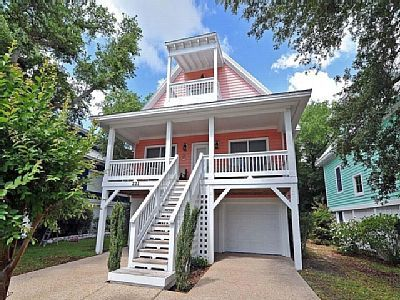 Vrbo Com 1014687 Stunning Large Single Family Home In The Luxurious Sea Watch Community At The Beach Beach Cottage Exterior Kure Beach House Rental