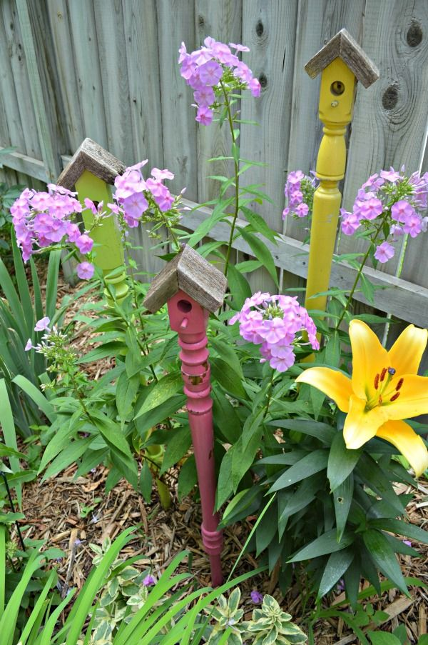 I think whimsical garden art really makes a backyard flower bed. I love these 20 diy ideas that are either recylcled, upcylcled, or from junk that nobody wants. I need to do some of these in my outdoor space--especially these birdhouses. #gardenart #whimsical #flowergarden #landscapingideas #gardencraft