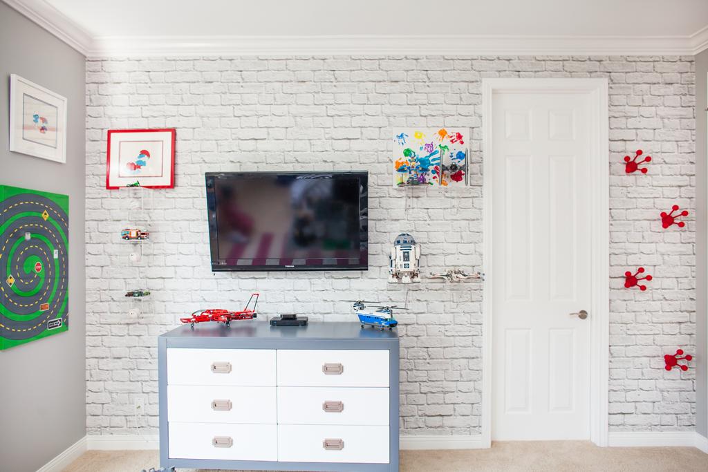 Kendra Wilkinson S Son S Lego Themed Room Project Junior Brick Wallpaper Bedroom Brick Wallpaper Kids Room Wallpaper