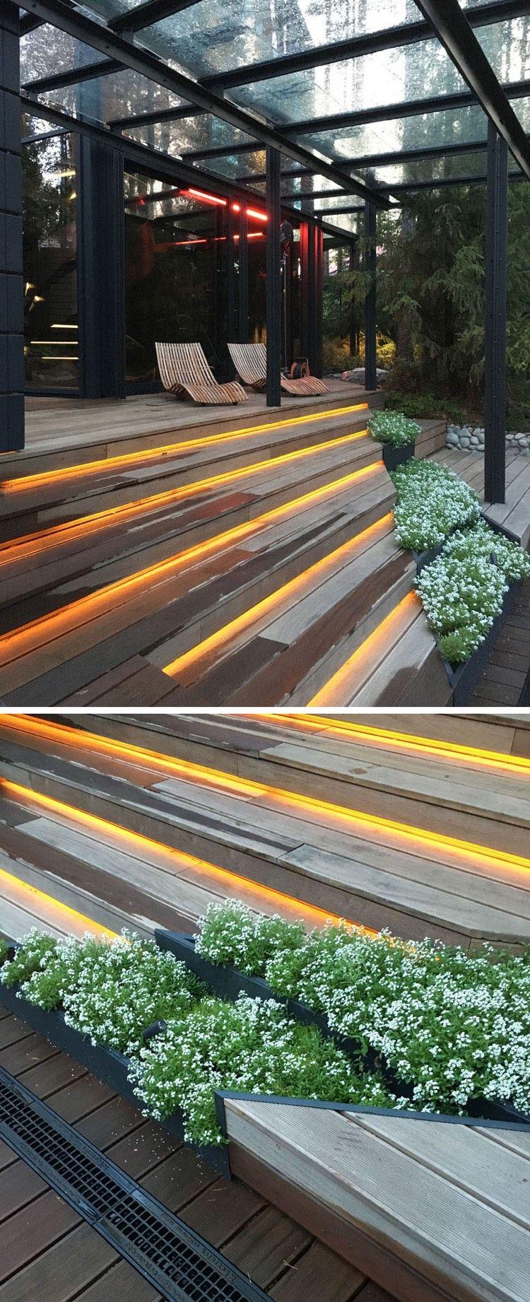 schöne gestaltungsidee für terrassenstufen: led leisten und