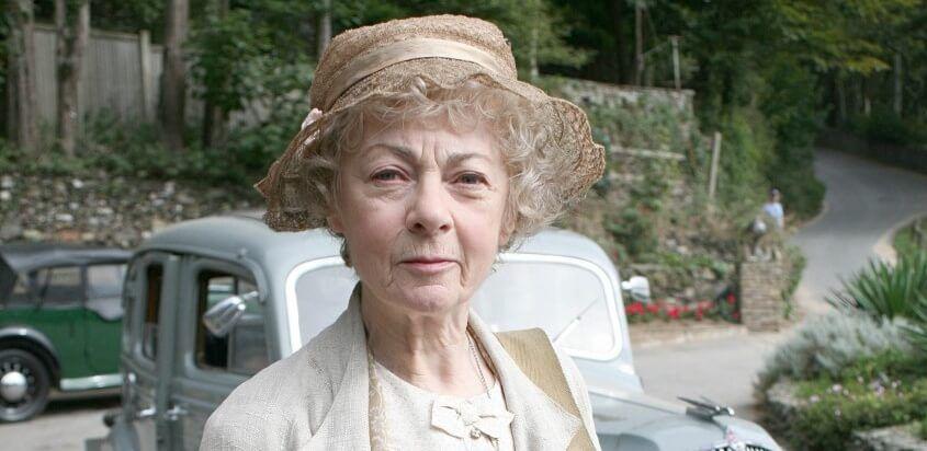 Geraldine McEwan incarne Miss  Marple