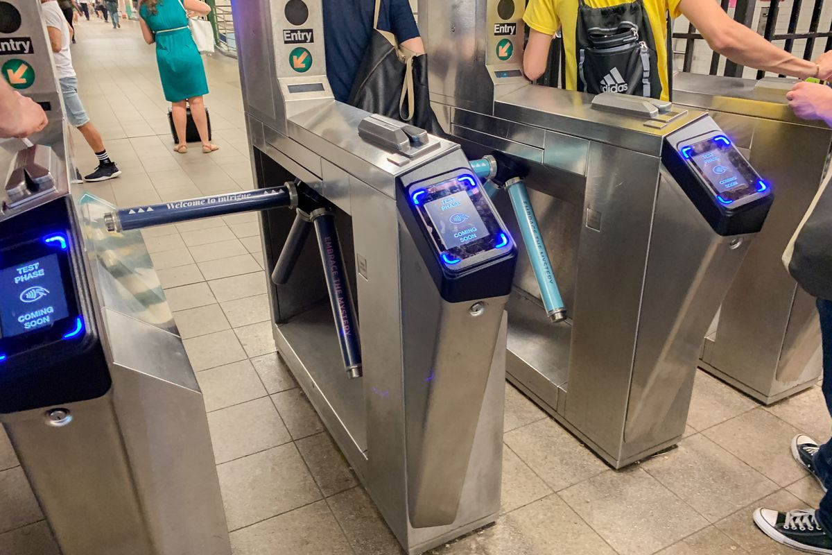 Using Apple Pay to ride the NYC subway is fast, but it's