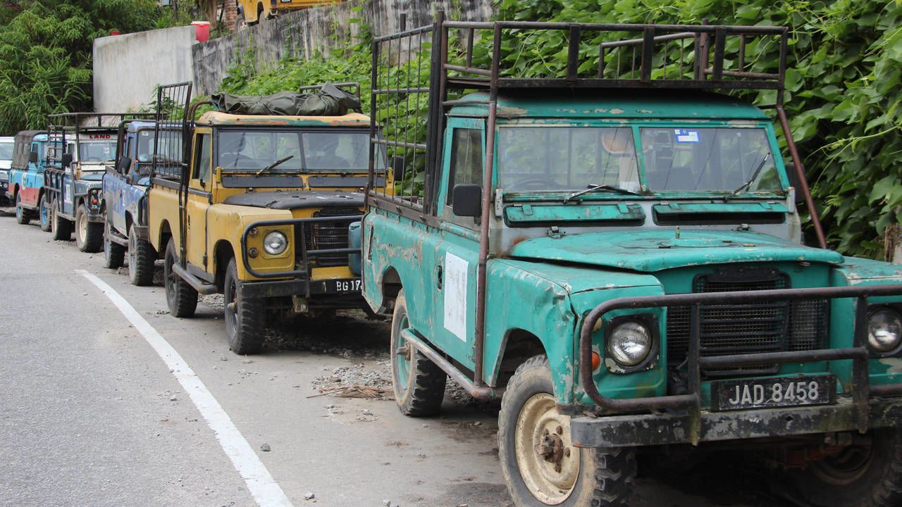 Malaysia is where Land Rovers go to die Land rover, Land