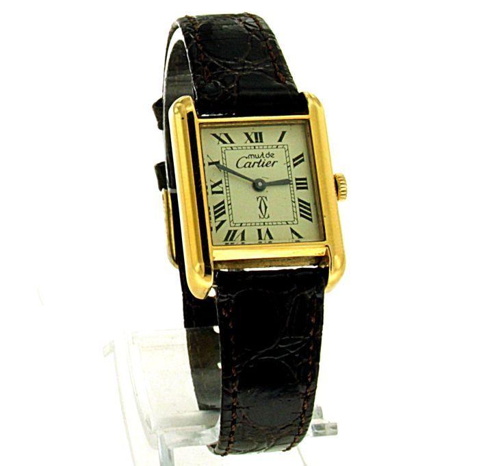 Cartier VintageTank Must. Omstreeks eind jaren 80.  Vintage Cartier Tank Must uit de eind jaren 80 -. Materiaal horlogekast: 18K electroplated goud. Afmeting horlogekast: 28x21mm.Lengte band: 19cm. Handopwind uurwerk. Loopt goed.Klassieke ivoor kleurige wijzerplaat.In goede staat verkerende Cartier. Zie foto's.Wordt aangetekend verzekerd verzonden.  EUR 390.00  Meer informatie