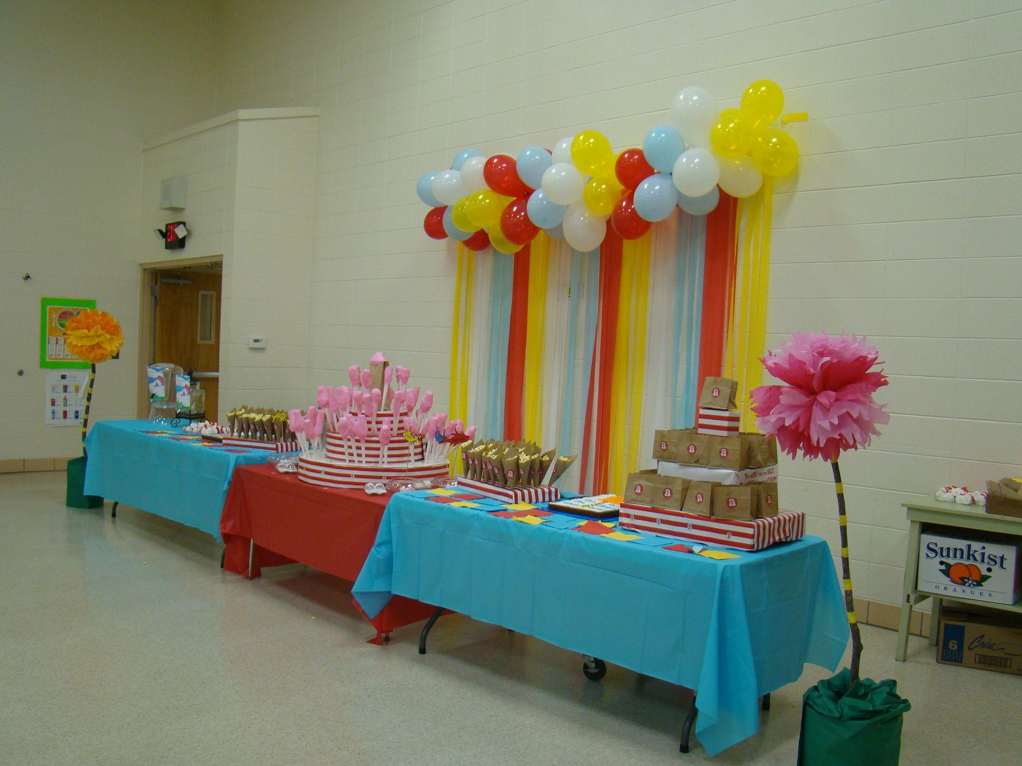 Preschool graduation table dr seuss theme oh the places - Kindergarten graduation decorations ...