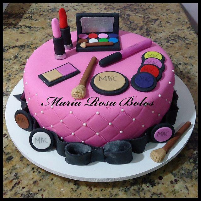 Bolo decorado com maquiagens | Flickr – Compartilhamento de fotos!