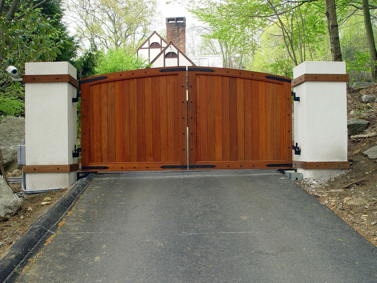 A Unique Example Of A Vintage Inspired Wooden Driveway Gate Solid Front Created With Tongue And Groove Wooden Gates Driveway Driveway Gate Wood Gates Driveway