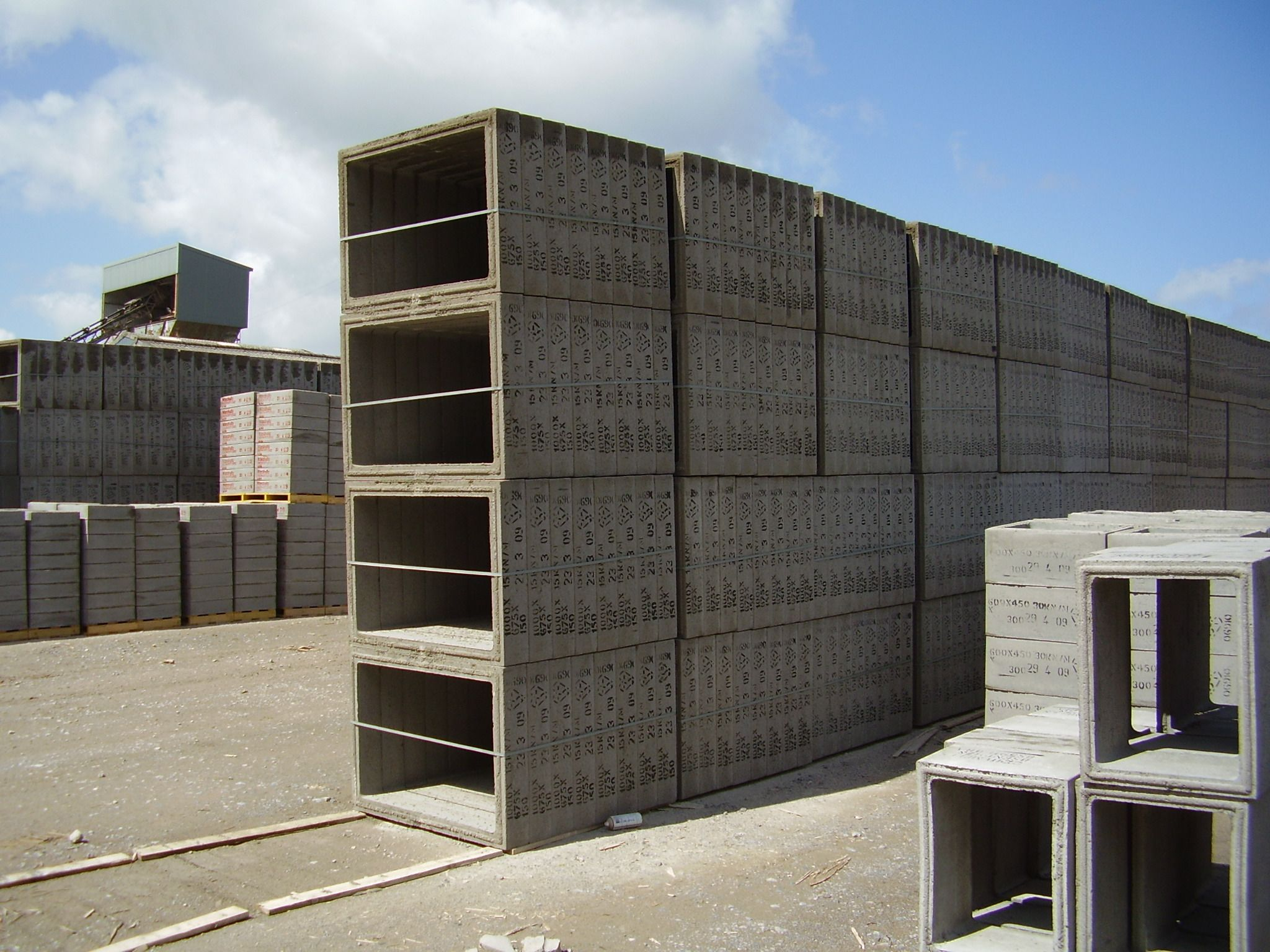 Cpm precast concrete house inspection chambers are both for Prefab concrete house