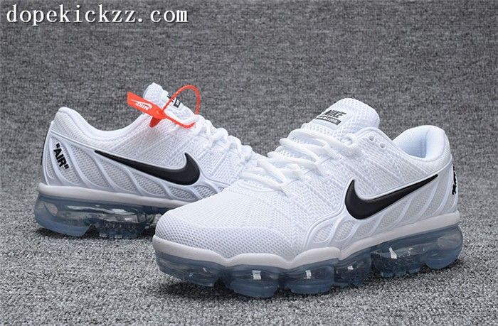 official photos 94446 5eb25 Running Shoes Nike, Nike Shoes, Black Running Shoes, Sale Store, Yeezy Boost