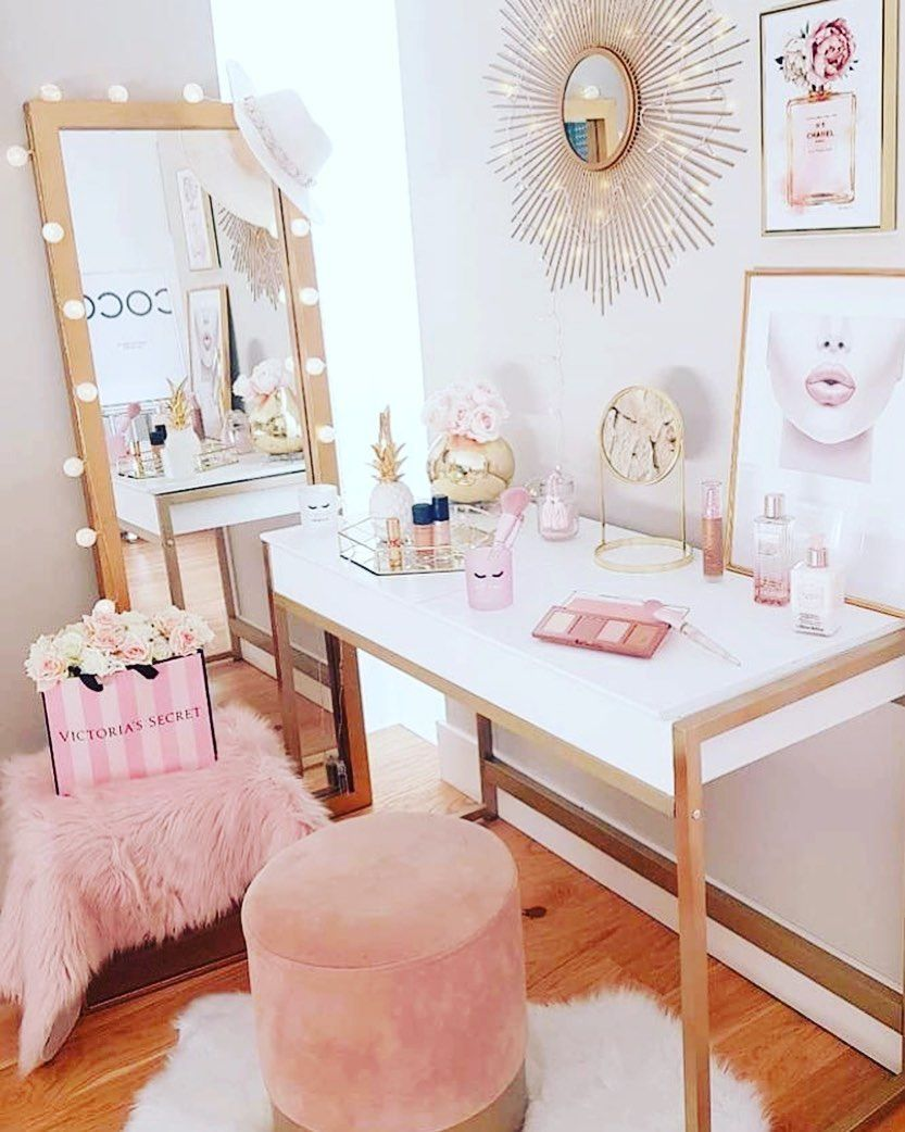 Slay station 💁🏽‍♀️#beglamorous #beglam #glam #beglam #glamorousbaddie #officedecor #girlythings #pink #glamour #beautyroominspo