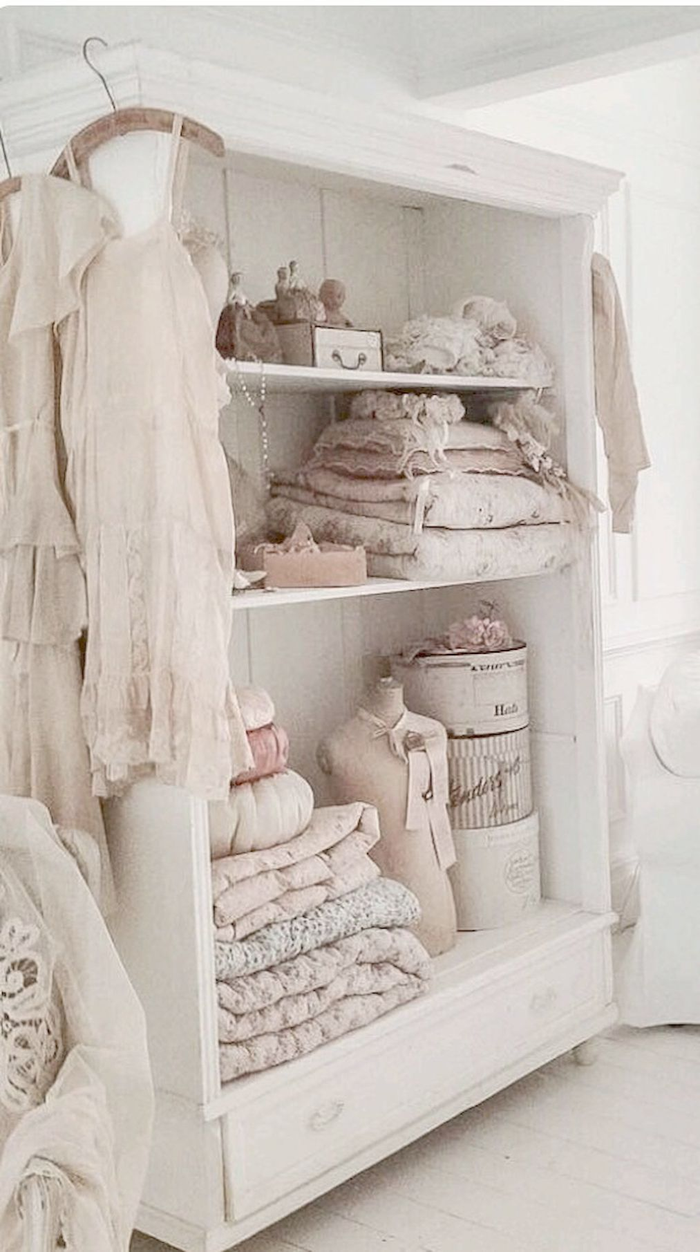 Interior Design Tips Anyone Can Benefit From  Chambre shabby chic