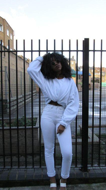 blackgirlsrpretty2:  SPOTLIGHT: http://theslumflower.tumblr.com/