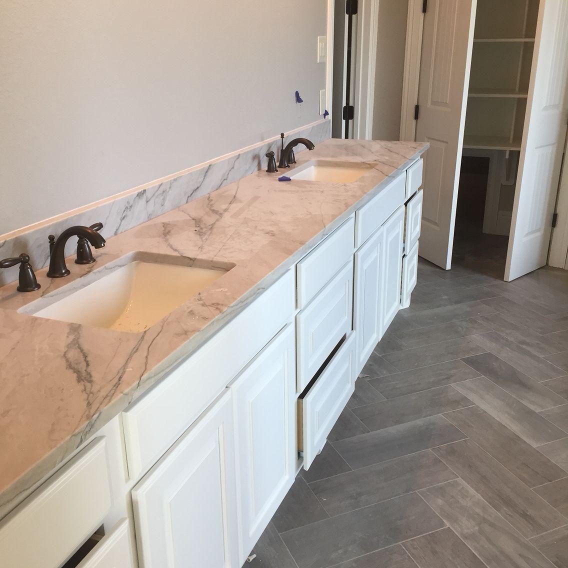Calcutta Quartzite In Master Bathroom. Beautiful Gray And Cream Undertones  To Provide Contrast With The