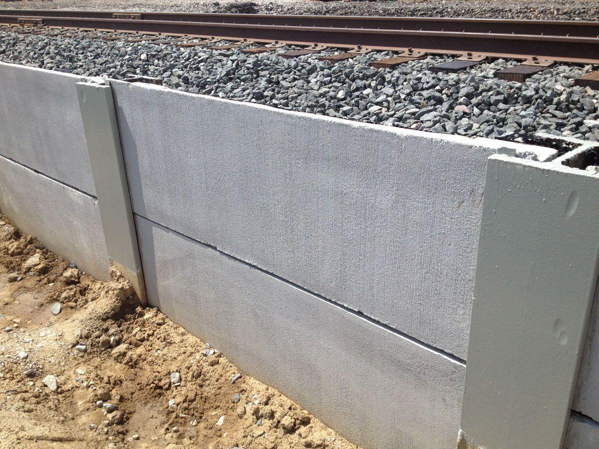 Concrete Lagging Retaining Walls Aka Soldier Pile Retaining Walls Retaining Wall Concrete Hardscape