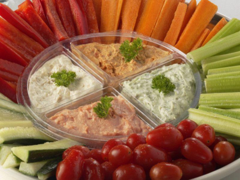 Vegan feiern ohne Fleisch und Milchprodukte? Das ist durchaus möglich. Zahlreiche leckere Party-Snacks lassen sich auch ohne tierische Bestandteile zubereiten.