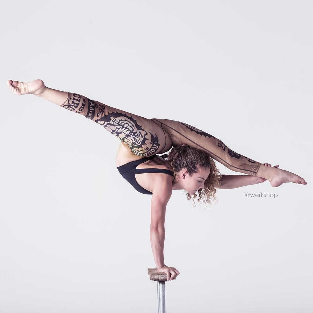 The incredible sofie dossi wearing these awesome tiger leggings from werkshoppins photo - Sofie dossi gymnastics ...