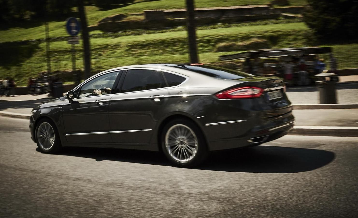 Ford Mondeo Vignale Sedan Photos And Specs Photo Mondeo Vignale