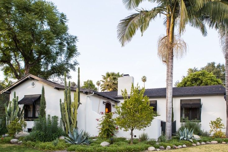 All Eras Welcome A Spanish Colonial Update In La Remodelista Spanish Style Homes Spanish Colonial Spanish Colonial Homes