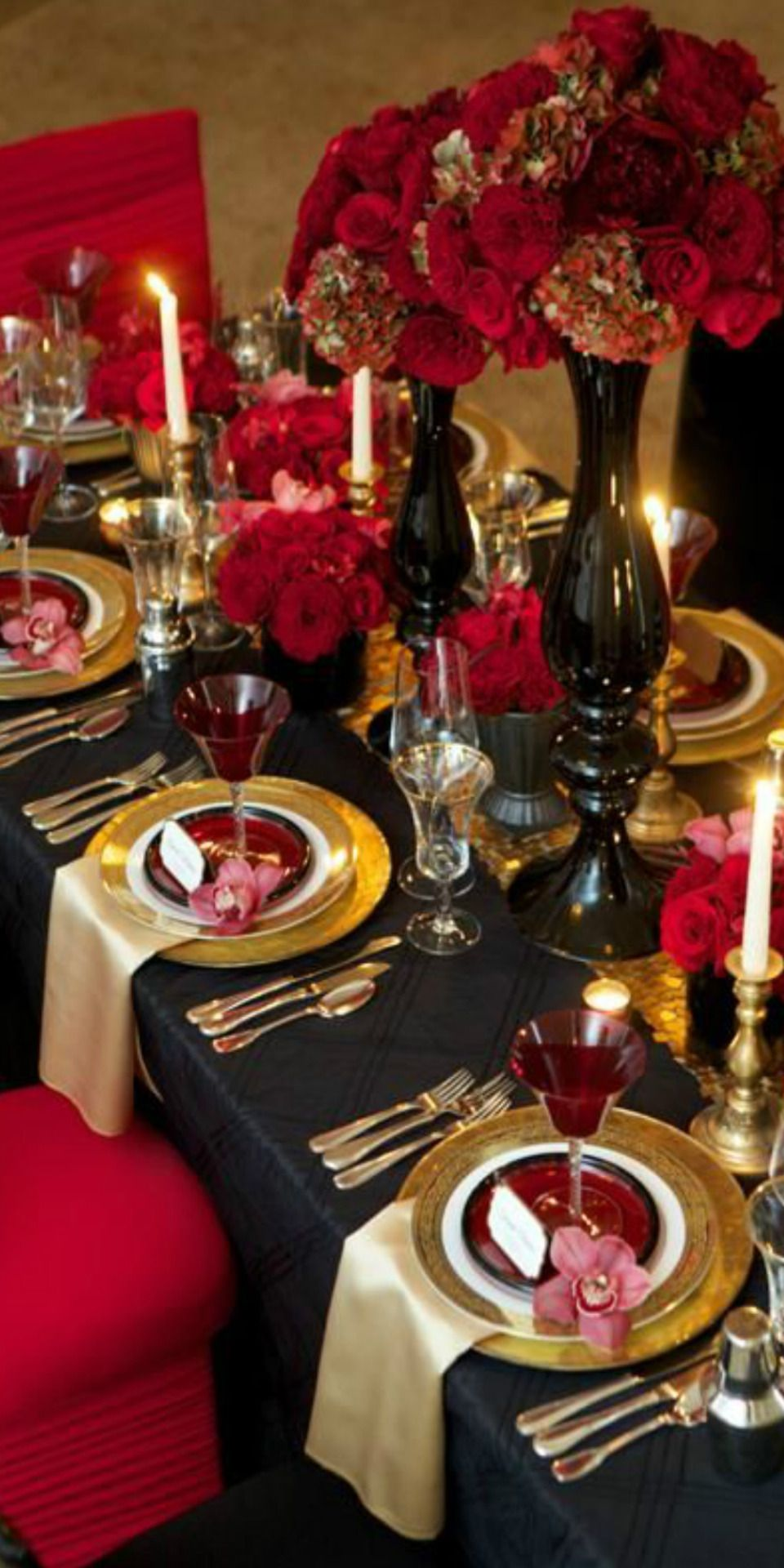 Wedding decorations black and gold  Pin by Ms Grace on Table Tops  Pinterest  Tablescapes Place