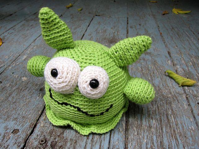 Lark the Amigurumi Monster - FREE Crochet Pattern and Tutorial by ...