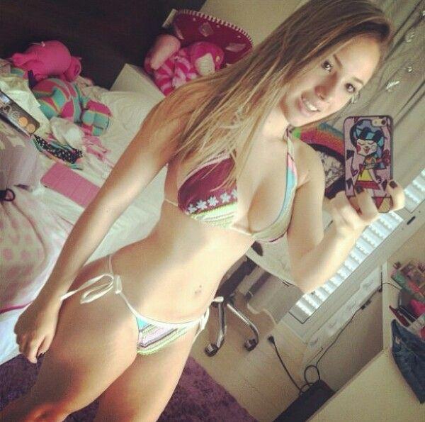 Teen in piscina
