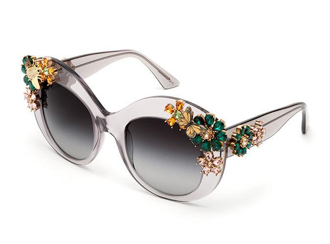 """3b3c140ba1f65 Este luxuoso modelo de sol em edição limitada é a obra prima da coleção  """"Enchanted Beauties"""" da grife Dolce e Gabbana.  oculos  de  sol  dg  strass   luxo ..."""