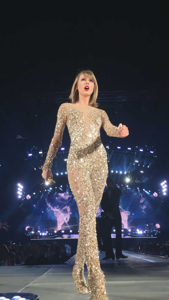Taylor Swift Performs Onstage During The 1989 World Tour Live On October 17 2015 At The At T Stadium Taylor Alison Swift Taylor Swift Music Taylor Swift 1989