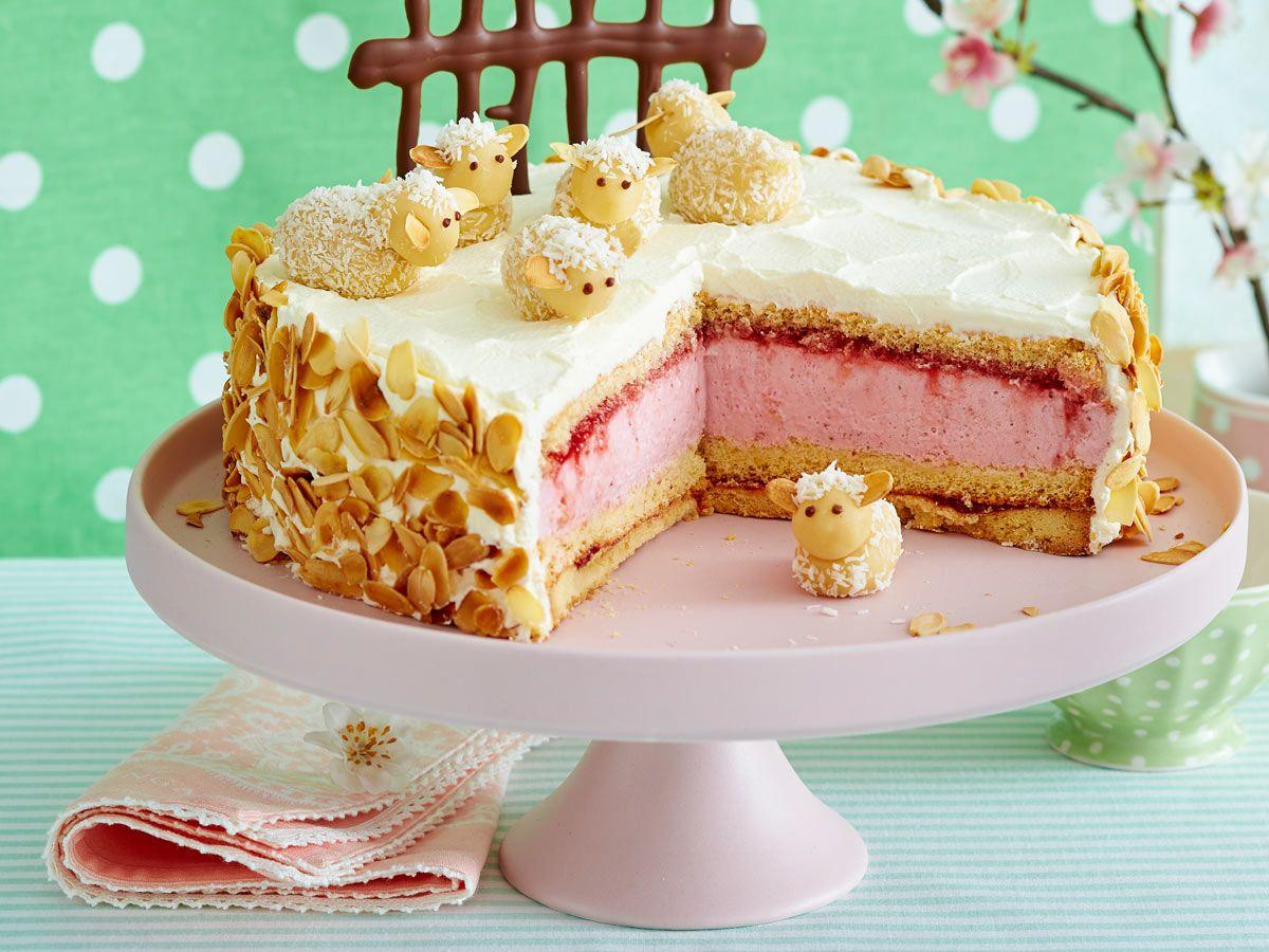 Erdbeer sahne kuchen auf dem blech