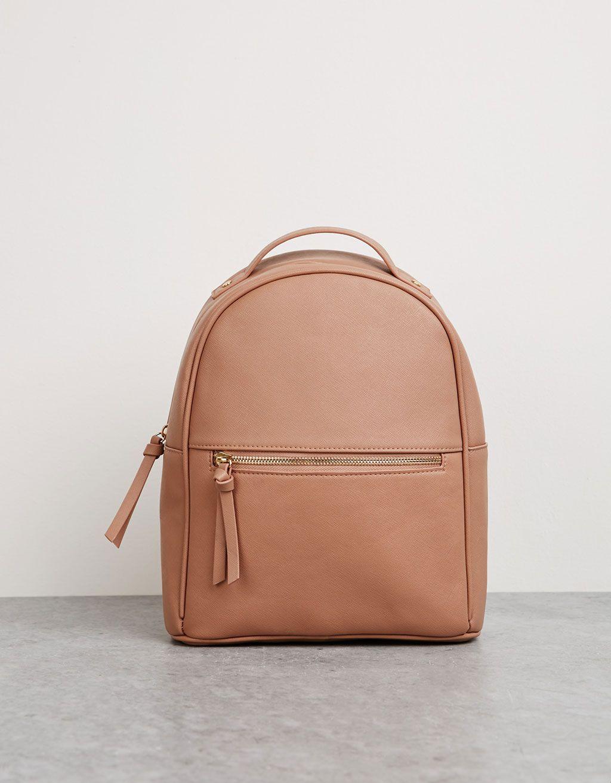 f32125d27 Mini mochila. Descubra esta e muitas outras roupas na Bershka com novos  artigos…