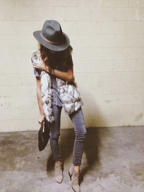Fedora, fur vest, rolled up skinnies, grey tee, suede boots. Fall perfection.