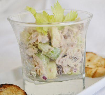 Tuniakovy salat s kari korenim