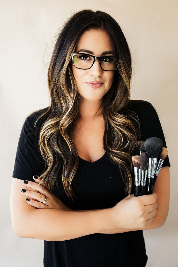 Learn how to do makeup from a makeup artist with 14+ years