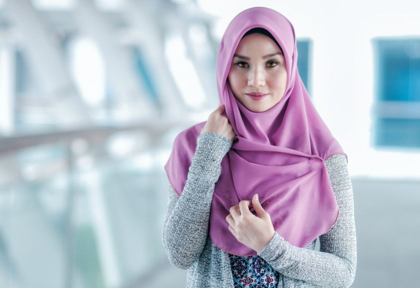 Tips Padu Padan Celana Jeans Putih Bagi Perempuan Berhijab Fashion