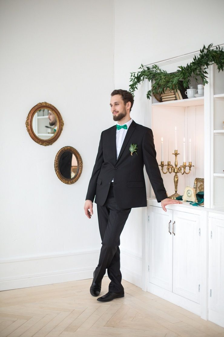 Groom style in black suit and emerald bow tie | fabmood.com #groom #wedding #weddingstyledshoot #weddingphotos #weddinginspiration #weddingphotography #fineartwedding #fairytalewedding