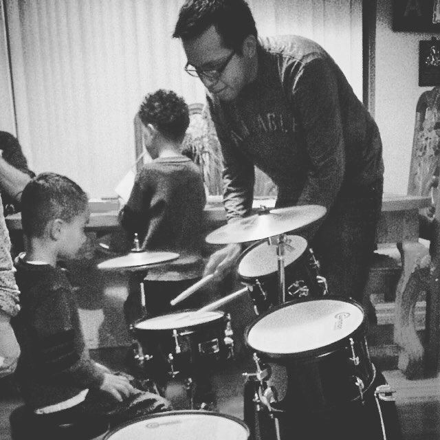 This is my passion. Esto es mi pasión. #music #musicians #musicteacher #musicos #drum #drummer #sheetmusic #inpiration #people #Jesus #God #worship #kids #teaching by juanlopezmusica